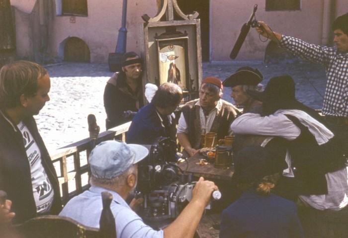 На съемках фильма режиссер Владимир Воробьев снялся в одной из ролей, пел и даже иногда подменял оператора.