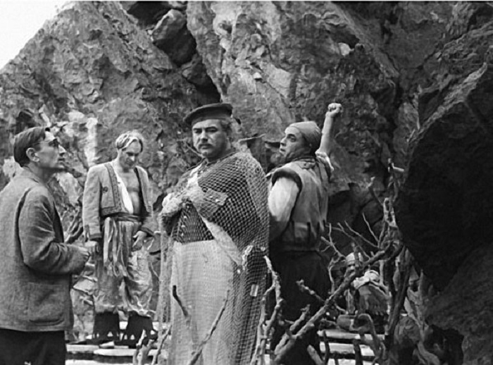 В фильме-сказке советского режиссера Александра Роу забавных кадров и неожиданных находок было больше, чем задумывал автор.