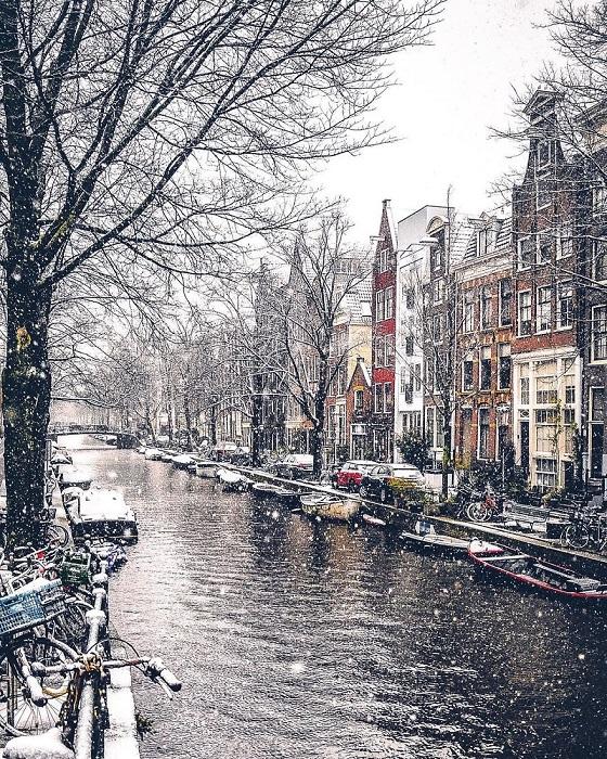 Город, в котором каналов больше, чем в Венеции.