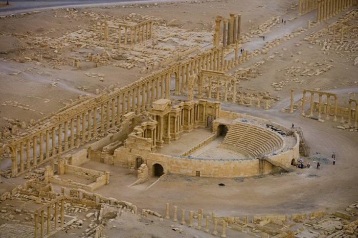 Здание театра датируется II веком нашей эры, временем династии Северов.