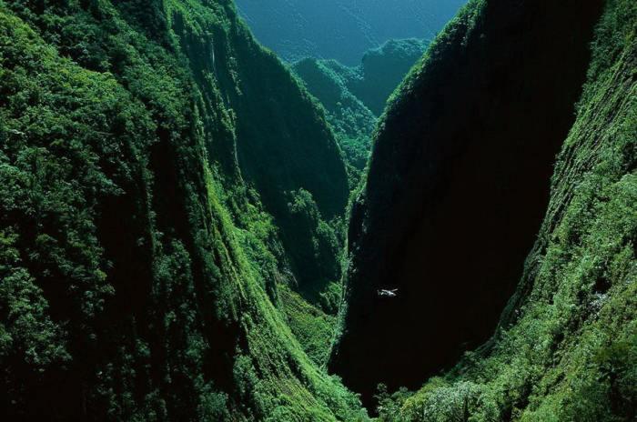 Ущелье Bras de Caverne на острове Реюньон, расположилось у берегов Мадагаскара в Индийском океане.