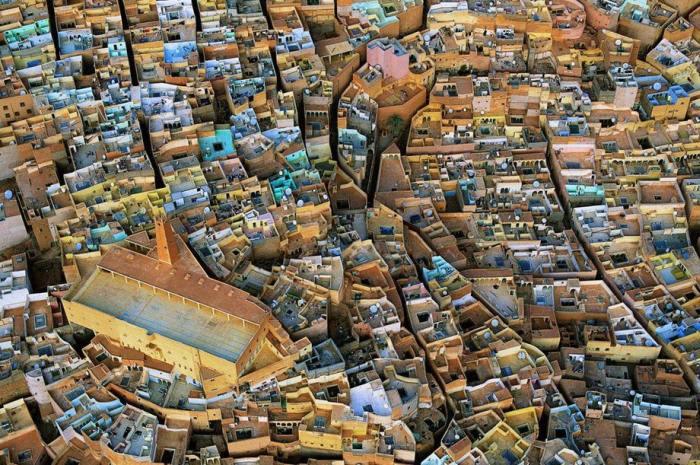 В сердце Сахары расположена жилая долина Мзаб, заселенная более десяти веков назад и почти не изменившаяся с тех пор.
