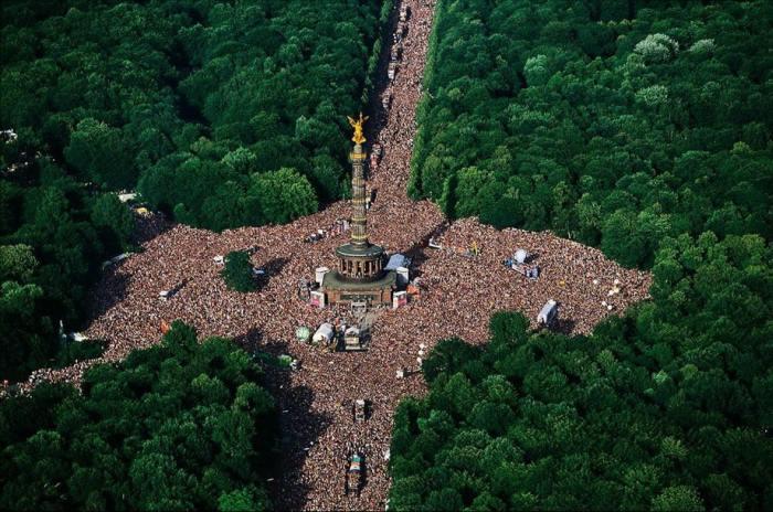 В парке Тиргартен, площадь которого составляет 210 гектаров, проходит очередной фестиваль электронной музыки и танца.