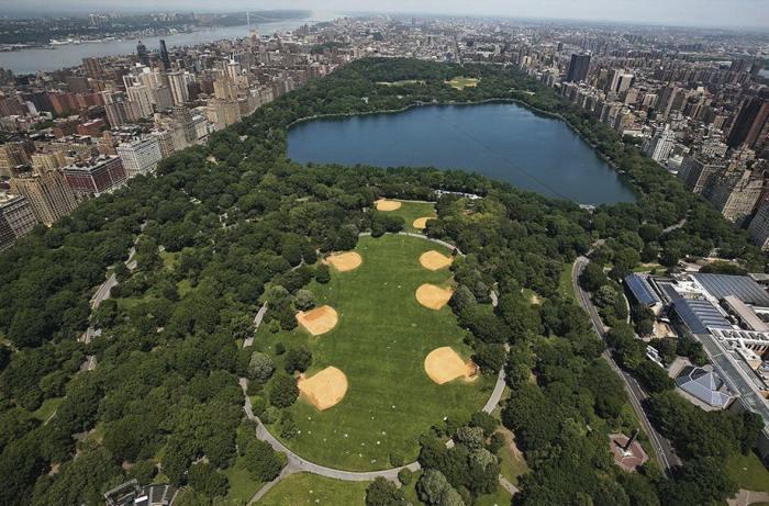 Центральный парк является одним из крупнейших в США и известнейших в мире, который расположен на острове Манхэттен.