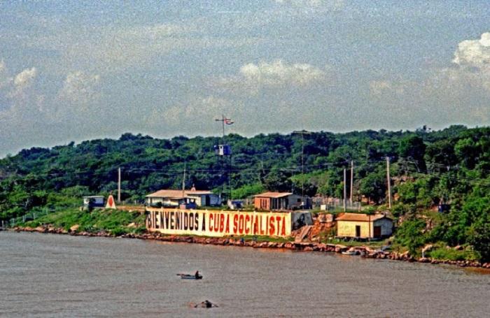 Крупный морской порт и центр торговли.