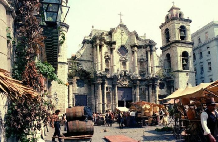 Собор святого Кристобаля на Соборной площади.