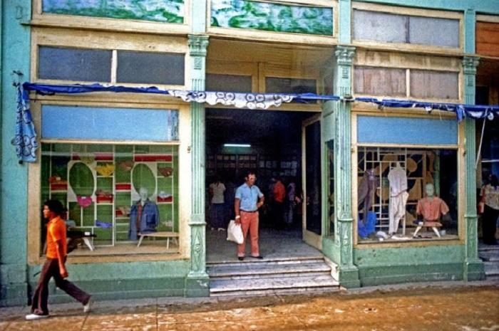 Магазин одежды в Сьенфуэгосе. Республика Куба, 1981 год.