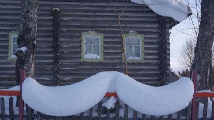 Иногда природа сама не против поиграть со снегом.