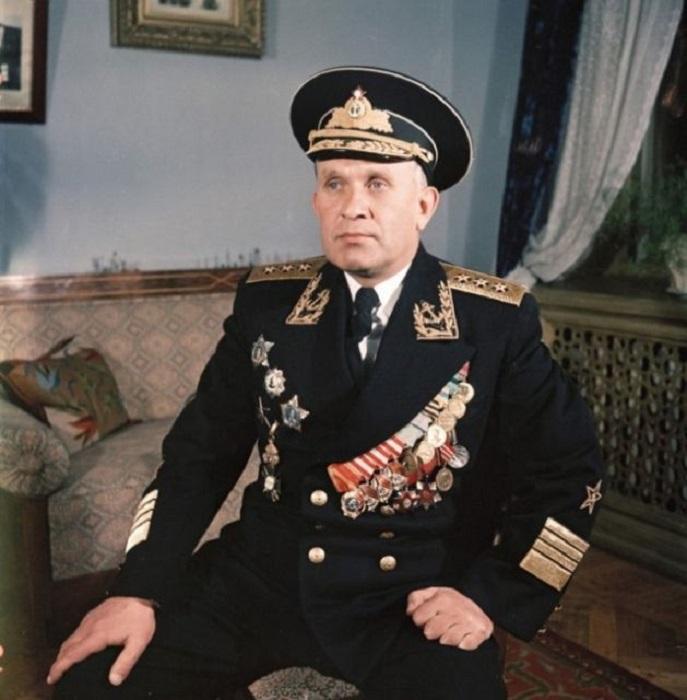 Адмирал Горшков в парадной форме. Крым, Севастополь, 1954 год.