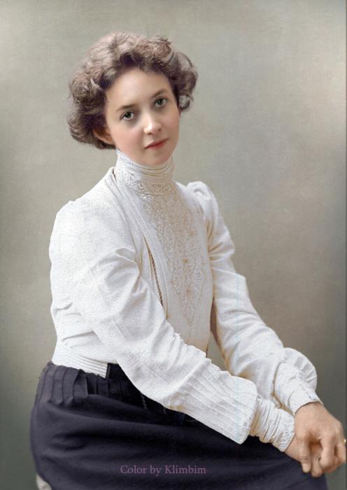 Русская драматическая актриса.