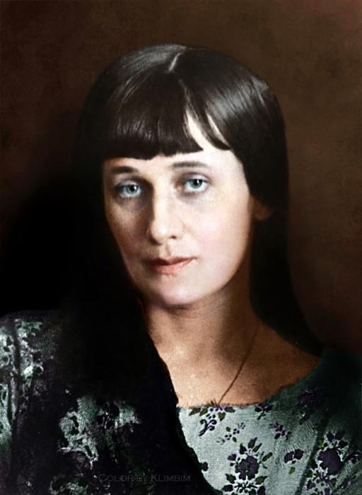 Известная поэтесса Серебряного века.