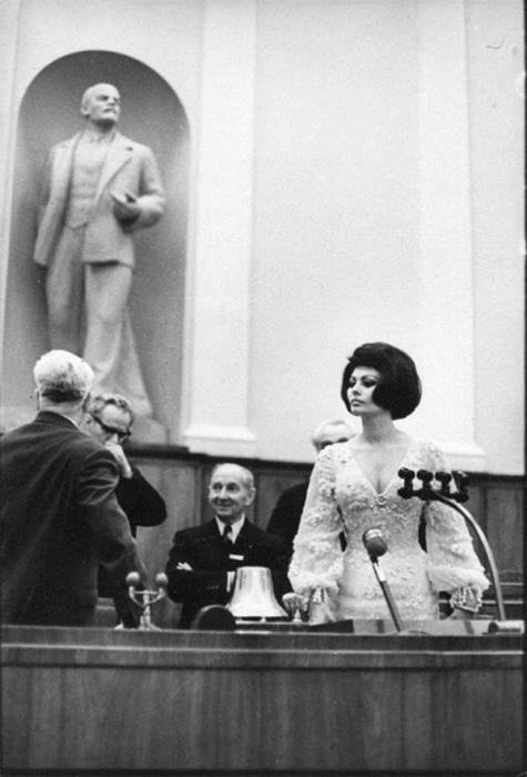 Итальянская актриса в зале заседания Кремлёвского дворца съездов, 1965 год.