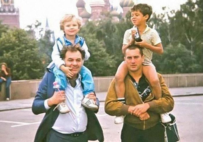 Актёрв с детьми в Москве, 1982 год.