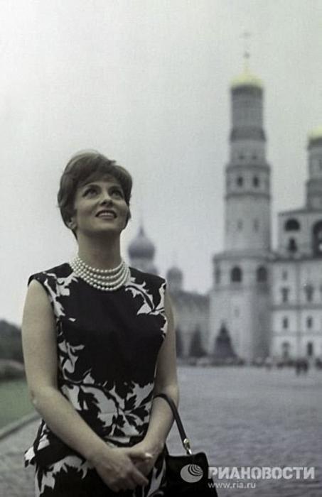 Итальянская киноактриса, 1961 год. Фото Михаила Озерского.