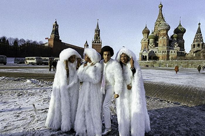 Группа прогуливается на Красной площади, 1978 год.