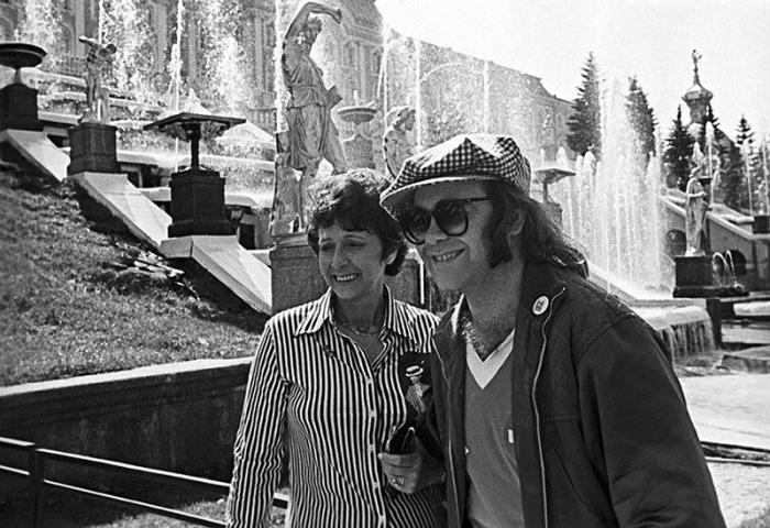 Прогулка у Большого каскада в Петродворце, 1979 год.
