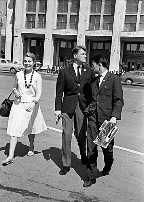 Французский актер на Манежной площади, 1963 год.