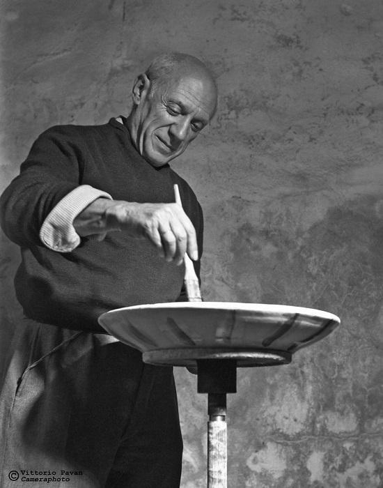 Испанский и французский художник, график и скульптор Пабло Пикассо не переставал творить даже во время отдыха в Венеции.