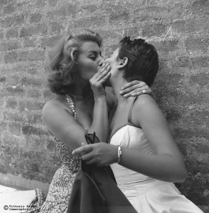 Культовая кинозвезда ХХ столетия – прекрасная итальянка Софи Лорен со своей сестрой Марией Шиколоне.