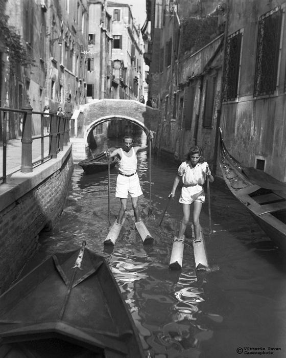 Многочисленные узкие каналы Венеции всегда привлекали не только туристов из разных уголков мира, но и многих известных личностей.