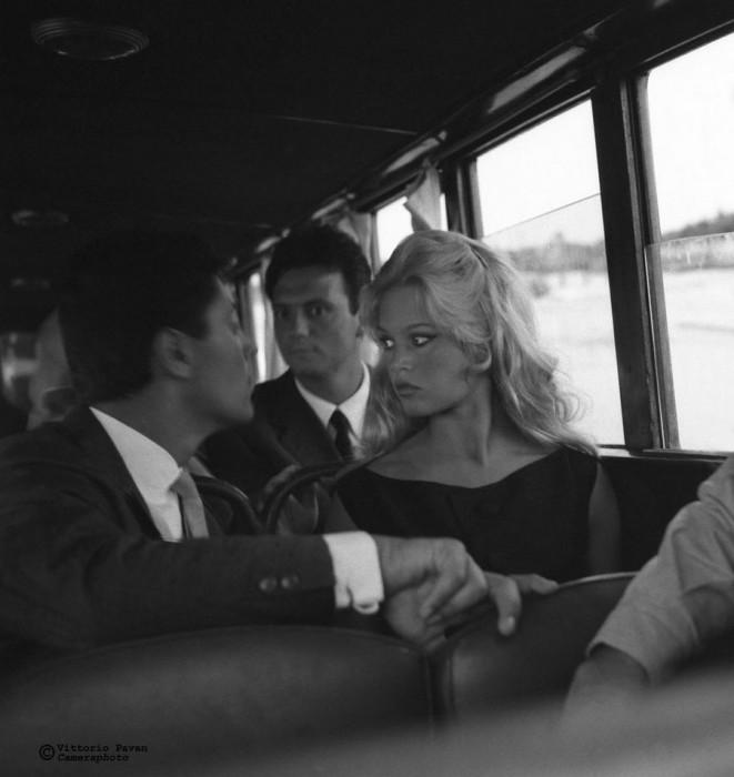 Знаменитая французская киноактриса и фотомодель Брижит Бардо, красотой которой восхищались мужчины всего мира, а девушки старательно копировали ее стиль.