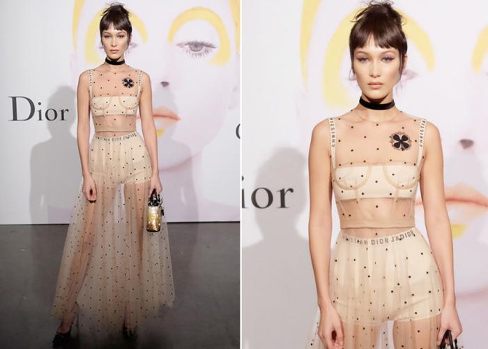 Супермодель примерила длинную прозрачную юбку, топ-бюстье с шортами и бра из коллекции Марии Грации Кьюри.