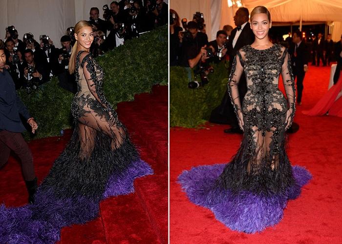 Для красной дорожки певица выбрала элегантное длинное черное платье с прозрачными вставками и двухцветным шлейфом.