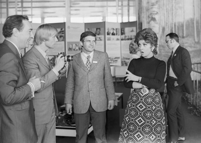 Итальянская актриса в компании советских актеров. 1973 год.