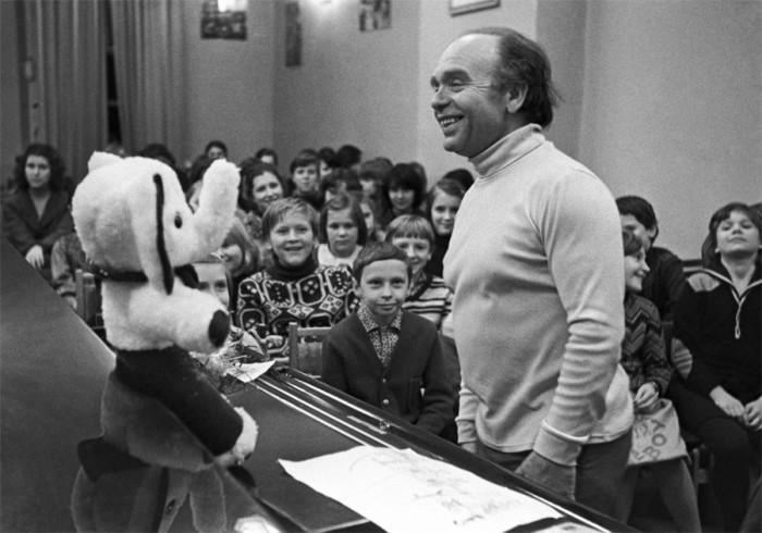 Легендарный советский композитор на встречи с воспитанниками детской хоровой школы «Восход». 20 мая 1981 года.