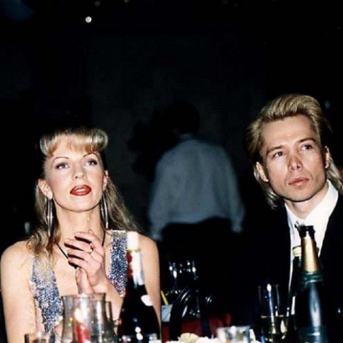 В далеком 1995 году молодая певица была дамой сердца известного стилиста и кутюрье.