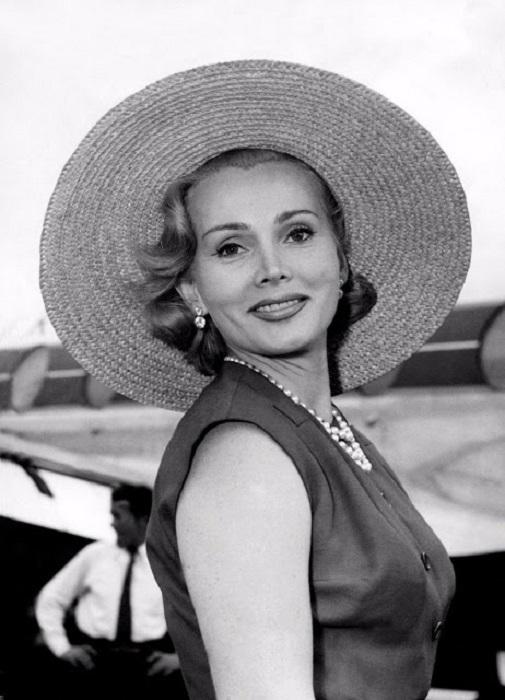 В 1936 году Габор победила на конкурсе «Мисс Венгрия».