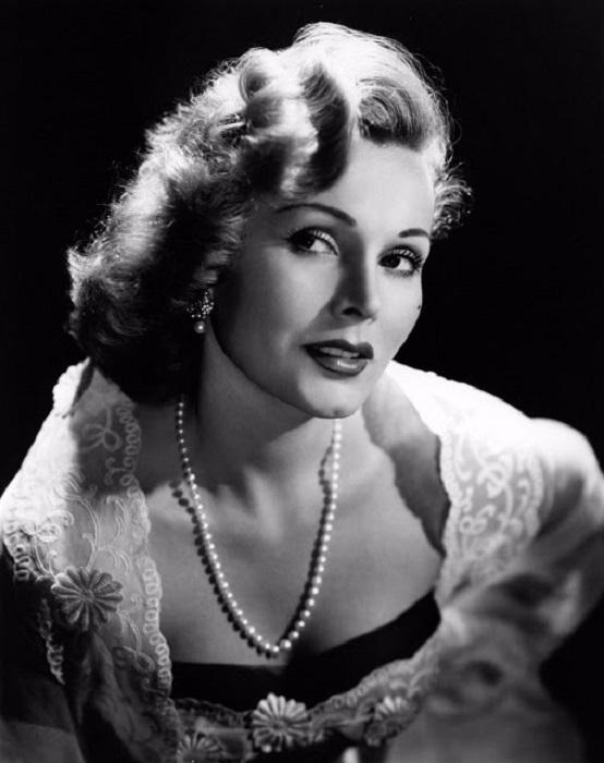 Несмотря на многочисленные скандалы, которые ходили вокруг да около, актриса не утратила своей оригинальности и неповторимости.
