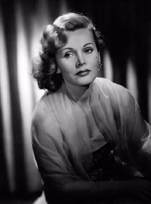 Олицетворяла идеал «платиновой блондинки» в годы своей популярности в Голливуде.