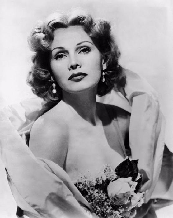 В 50-ые года актриса очень много снимается в разных амплуа.