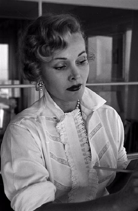 Американская актриса венгерского происхождения.