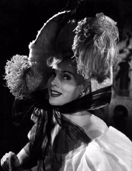 Великолепная танцовщица Жанна Авриль из фильма «Мулен Руж».