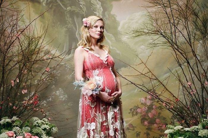 В начале мая родила сына.