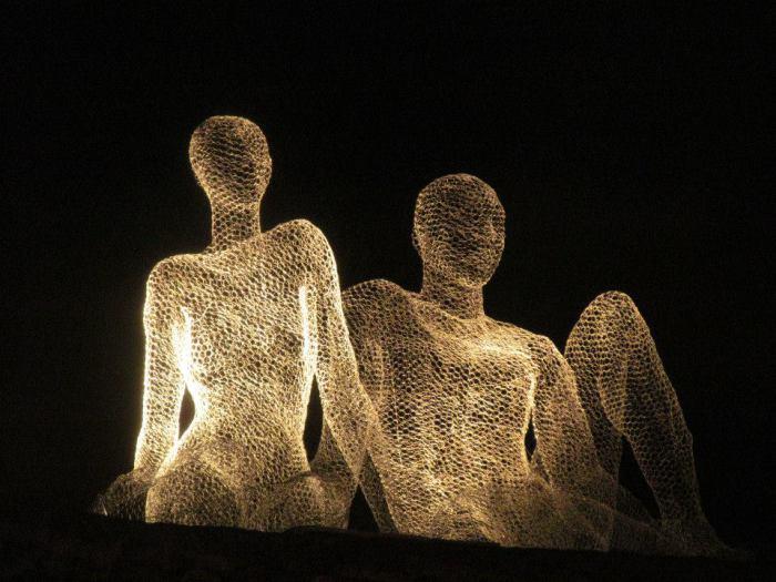 Фантастические скульптуры из проволоки.