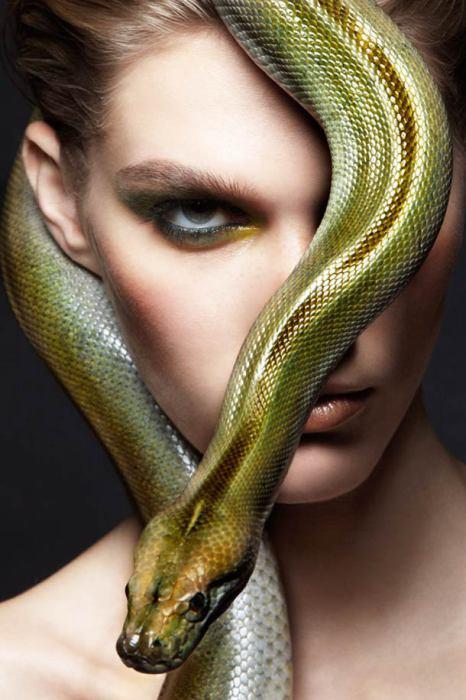 Фотографии со змеями от Александры Лерой.