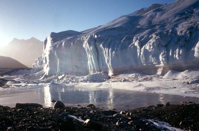 Сухие долины Антарктиды.