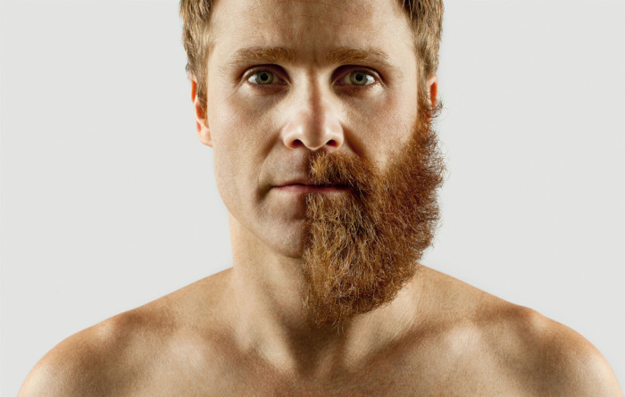 Эдриан Аларкон носит густую бороду на половине лица.