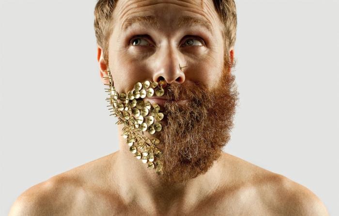 Канцелярские кнопки в сочетании с бородой.