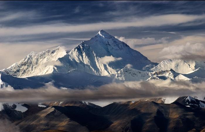 Эверест - высочайшая вершина.