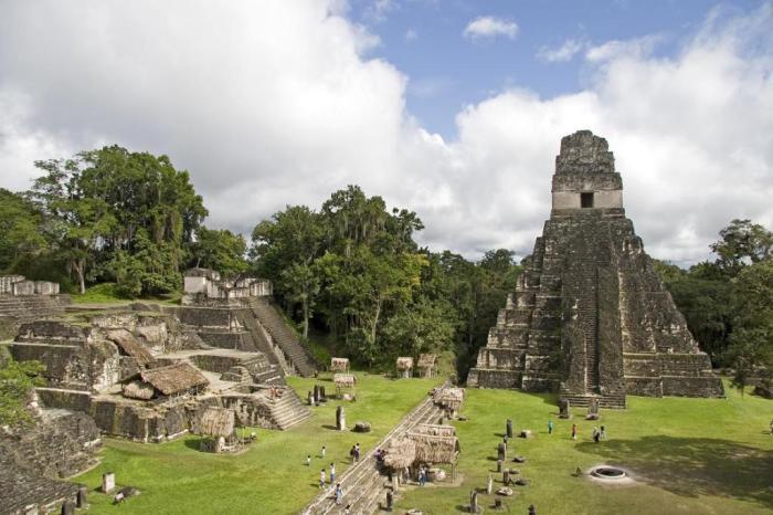 Храм Великого ягуара, Тикаль, Гватемала.