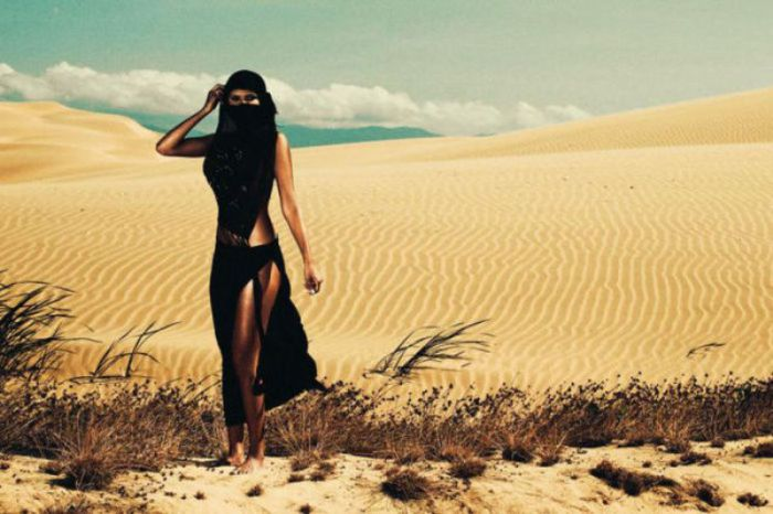 Восточная красавица в пустыне