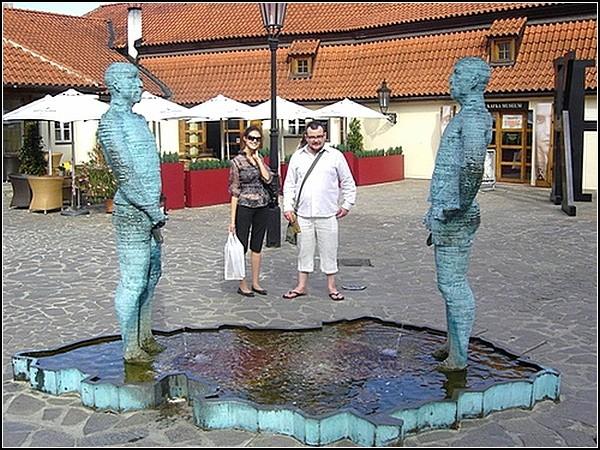 Памятник писающим мужчинам. Прага