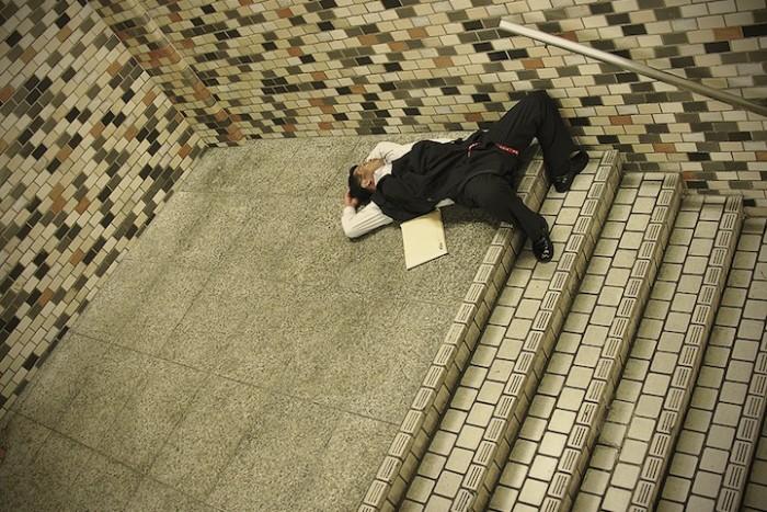 Adrian_Storey_Tokyo_sleepers_01.jpg