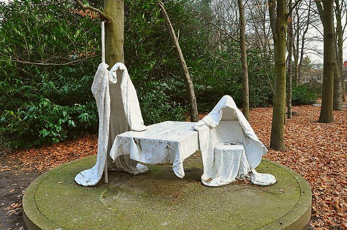 Скульптура *Диалог* в музее Мидделхейм, Антверпен