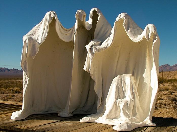 Скульптуры-призраки Альберта Шукальского в музее под открытым небом Goldwell Open Air Museum