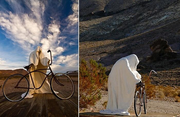 Скульптура *Призрачный гонщик* в американском музее под открытым небом Goldwell Open Air Museum